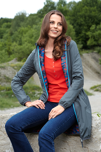 Women's GS Parka in use.