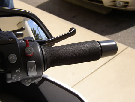 Picture of foam grip covers mounted on BMW R1200RT